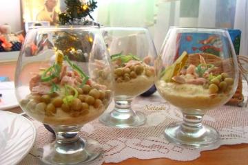 Салат оливье в бокалах