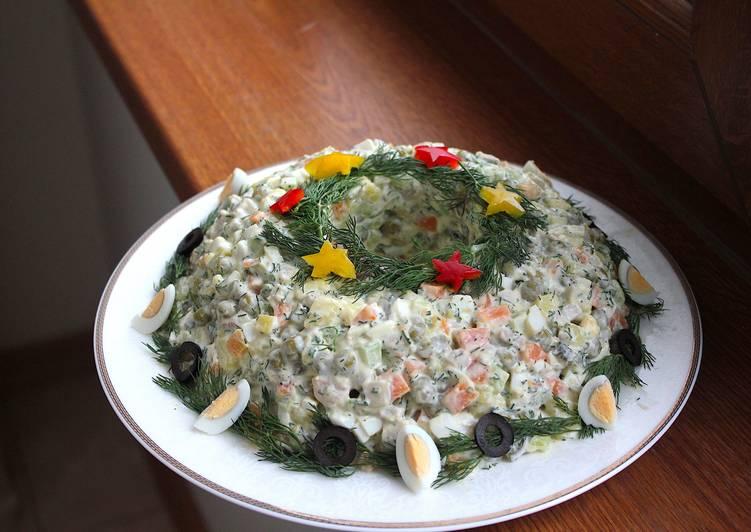 Фото 3: Новогодняя сервировка салата оливье