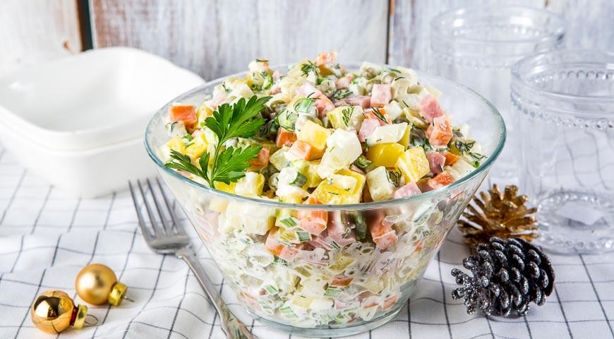 Фото 5: Новогодняя сервировка салата оливье
