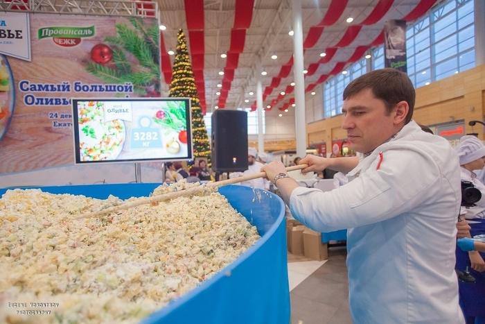 Больше 3-х тонн оливье приготовили в одном из торговых центров России - на настоящий момент это самая большая порция салата оливье