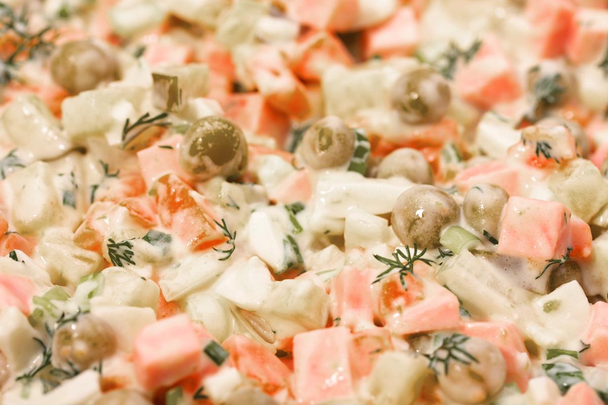 Какой срок хранения оливье и как можно долmit сохранить салат свежим