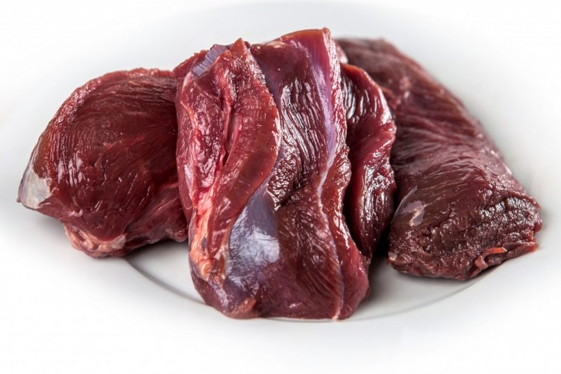 Что лучше использовать для приготовления оливье - натуральное отварное мясо или вареную колбасу
