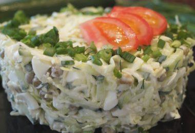 Рецепт низкокалорийного салата оливье с зеленым горошком и капустой