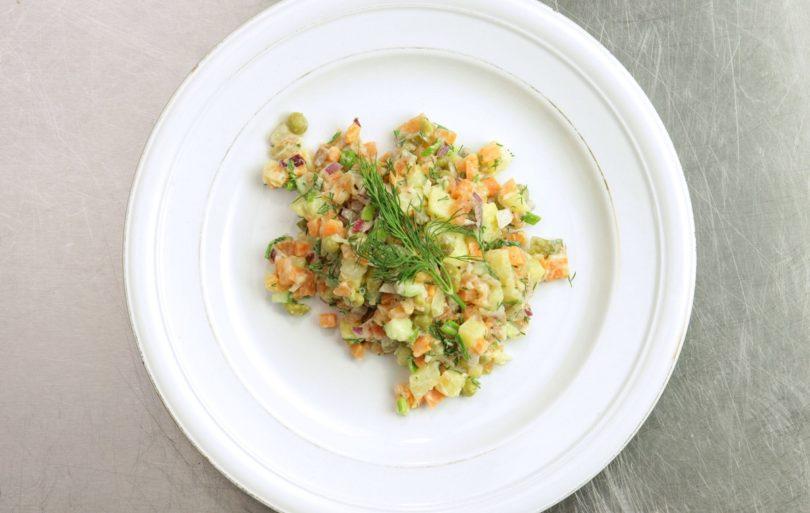 Рецепт рыбного оливье с лососем