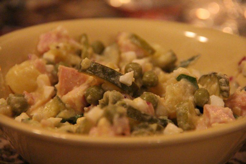 Рецепт салата оливье с отварной говядиной и солеными огурцами