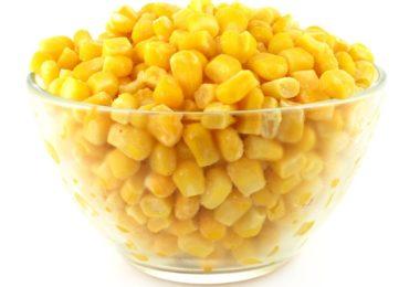 Кладется ли кукуруза в салат оливье и какая - консервированная, свежая или замороженная