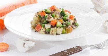 Рецепт веганского оливье с грибами шампиньонами. Без мяса и яиц.