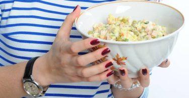 Отравление салатом оливье - симптомы и помощь