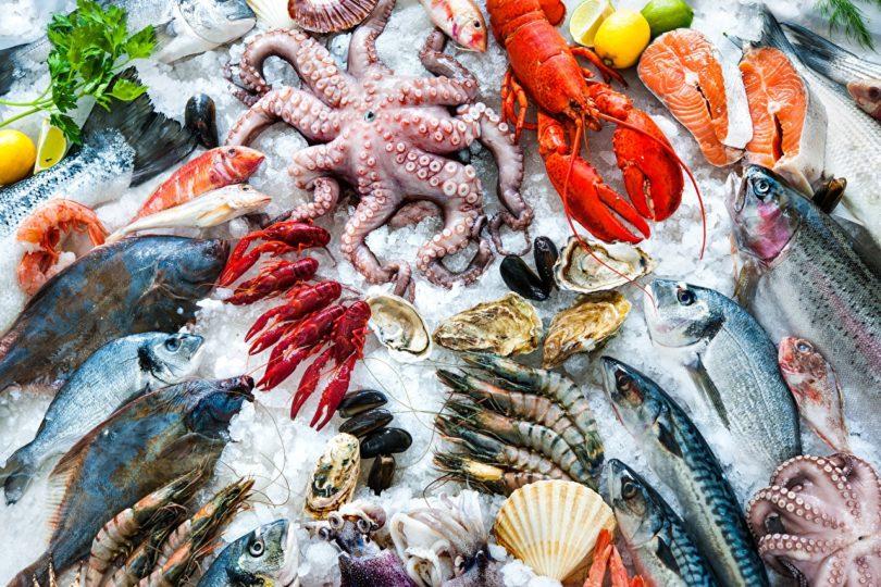Какая нужна рыба и какие морепродукты подходят для приготовления салата оливье