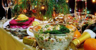 Лирические и шуточные стихотворения про салат оливье